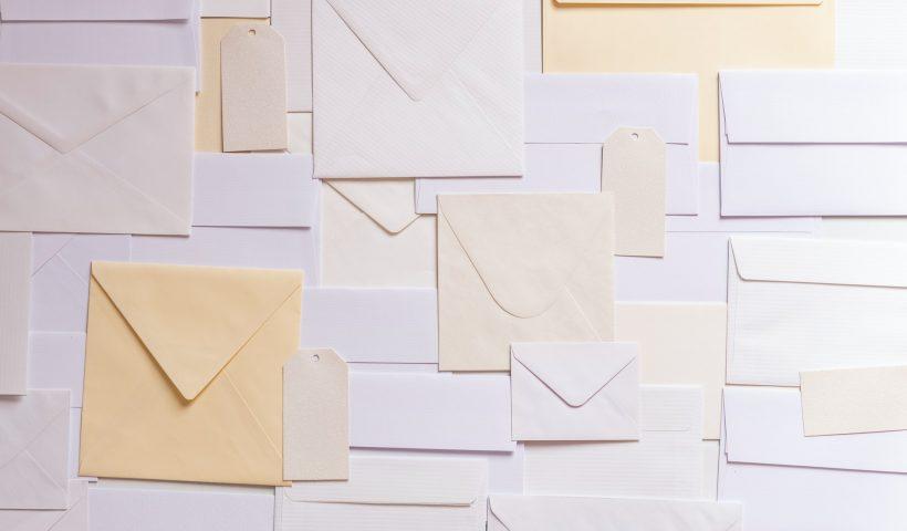 Waar moet je rekening mee houden bij het verzenden van post?